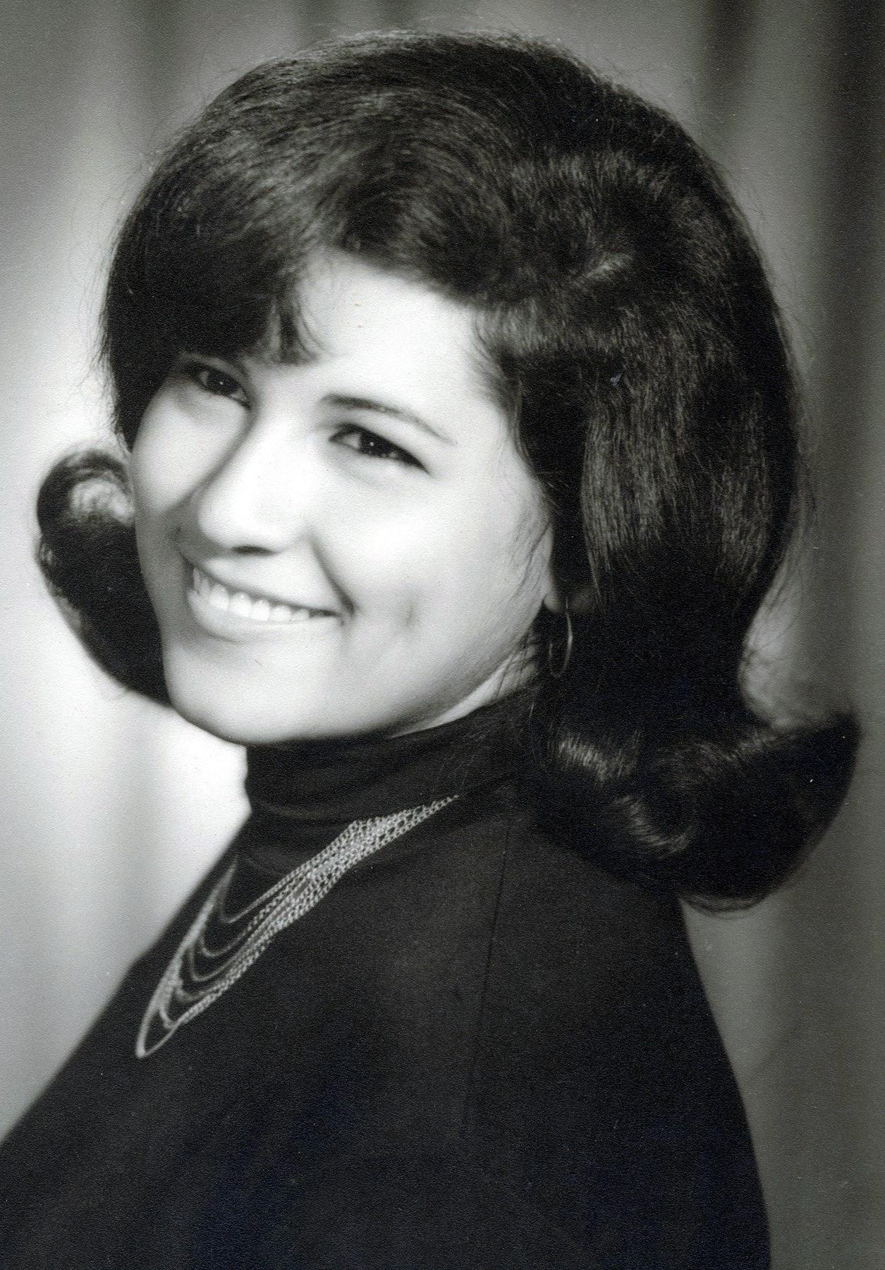 Rosario V.  Escobar