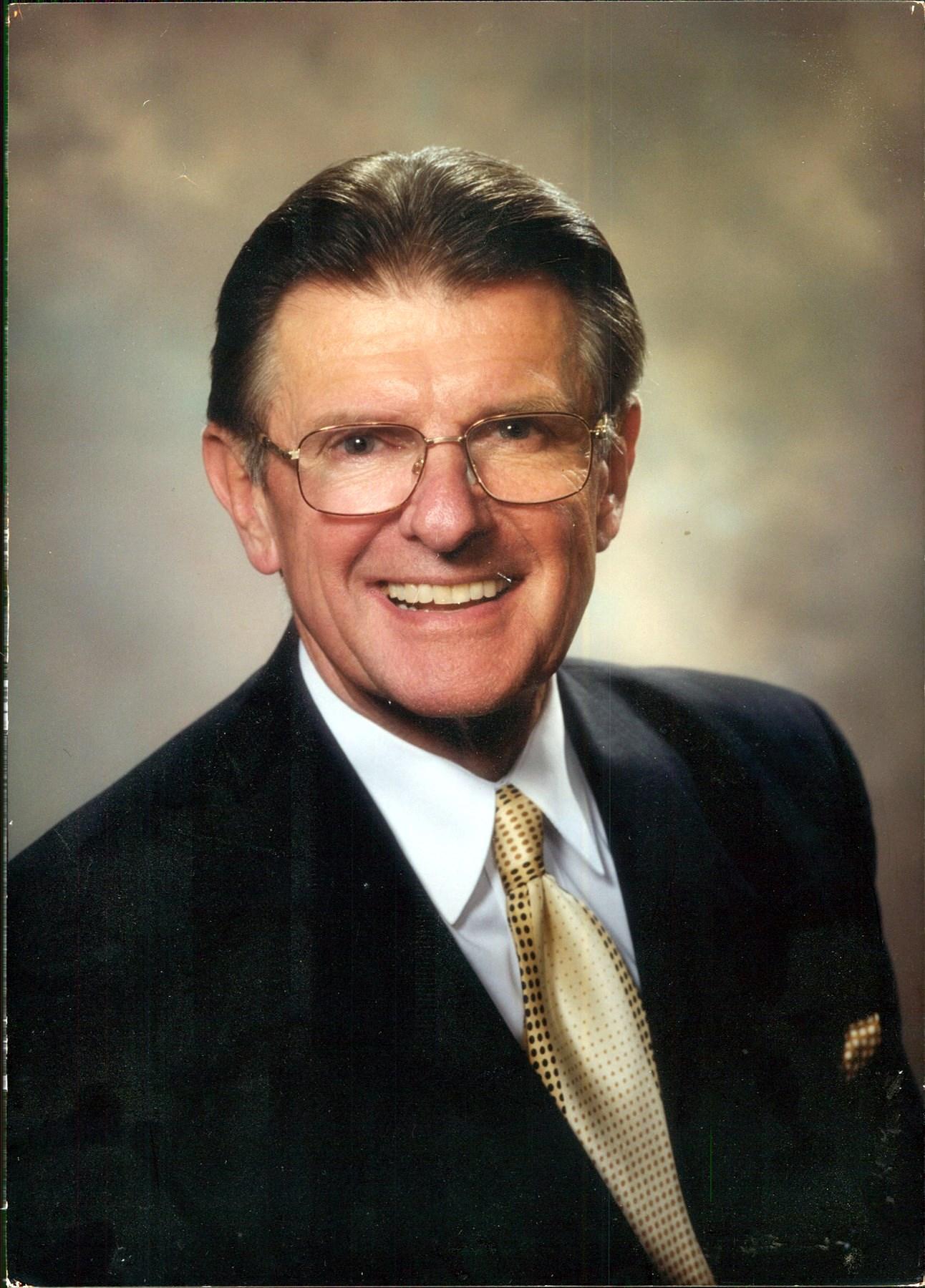 Dr. Arno Q.   Weniger Jr.