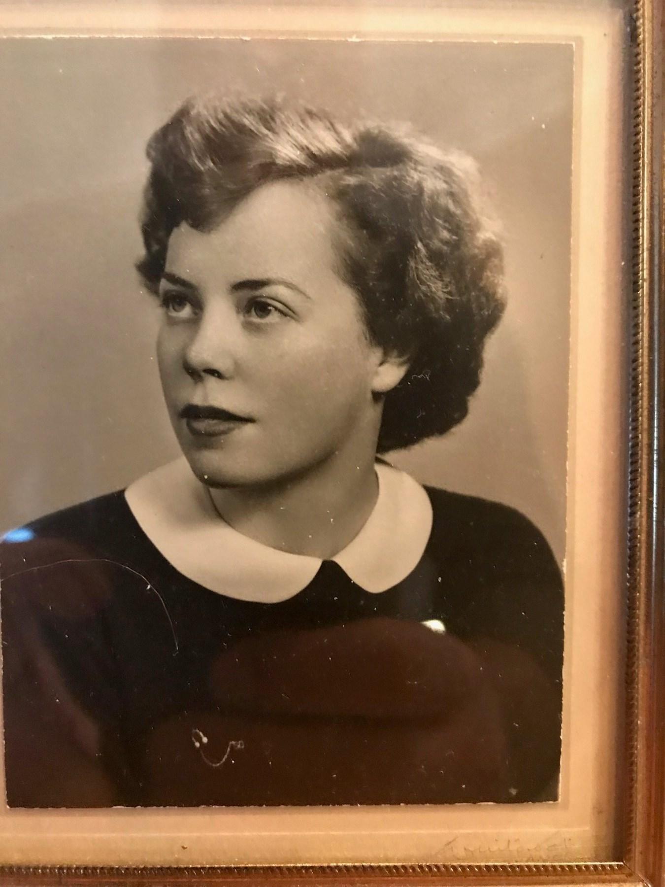 Elizabeth Antonia  Pecknold