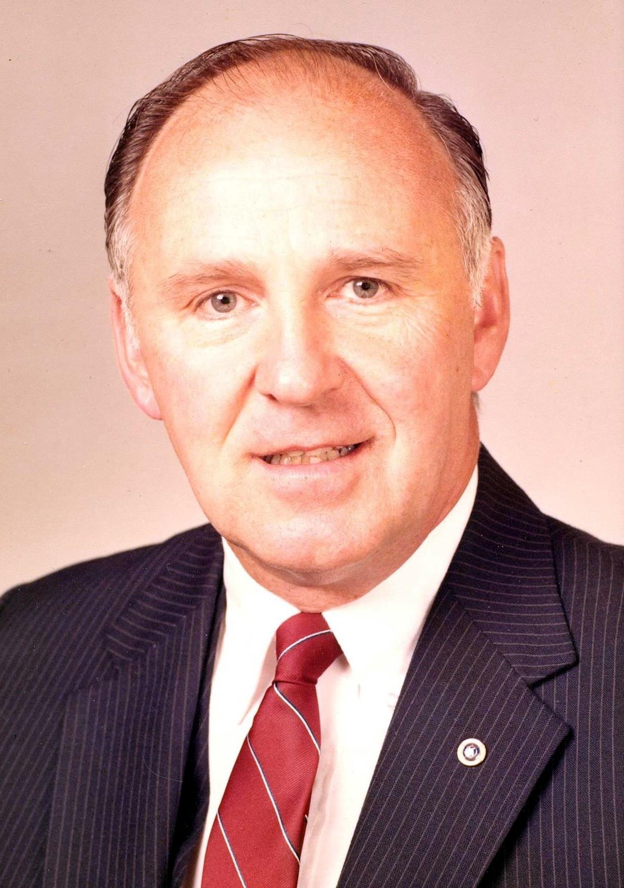 Daniel T.  Kirst