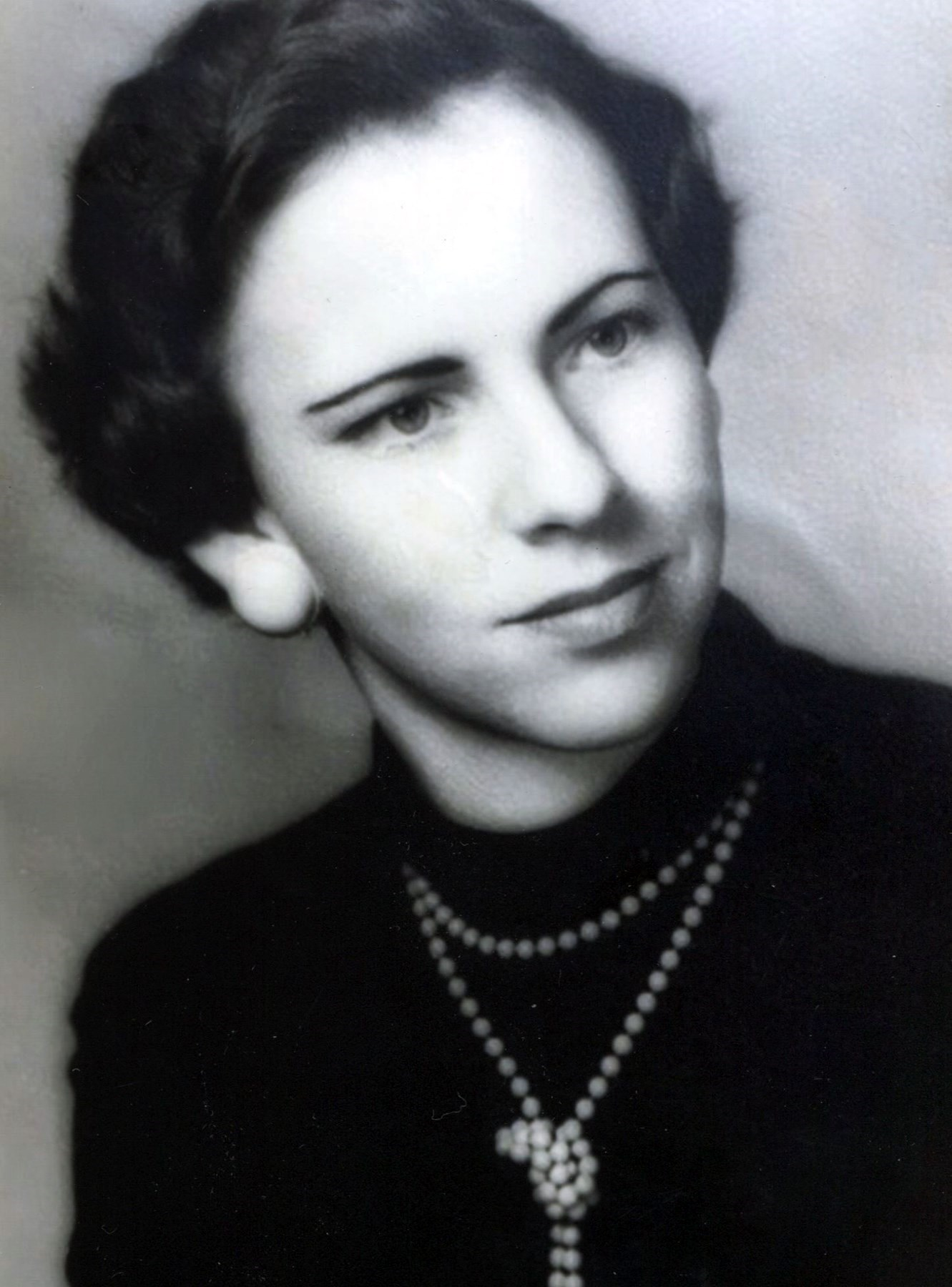 Alma Lorraine  Davis