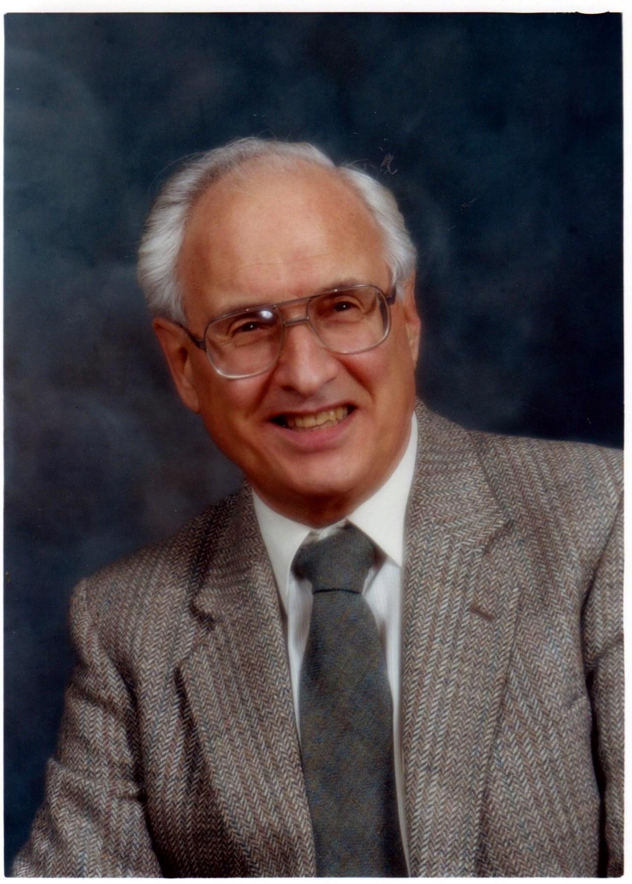 Dr. Robert  Bankier